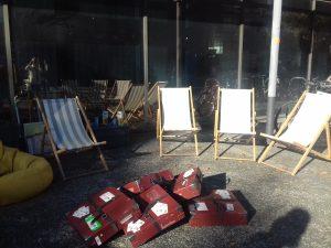 NDLL2019#1 Des chaises longues, des valises et des livres