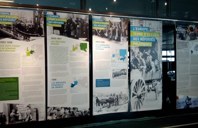 """Visite de l'exposition """"Histoire(s) de migrant(s)"""" par des lycéens 1"""