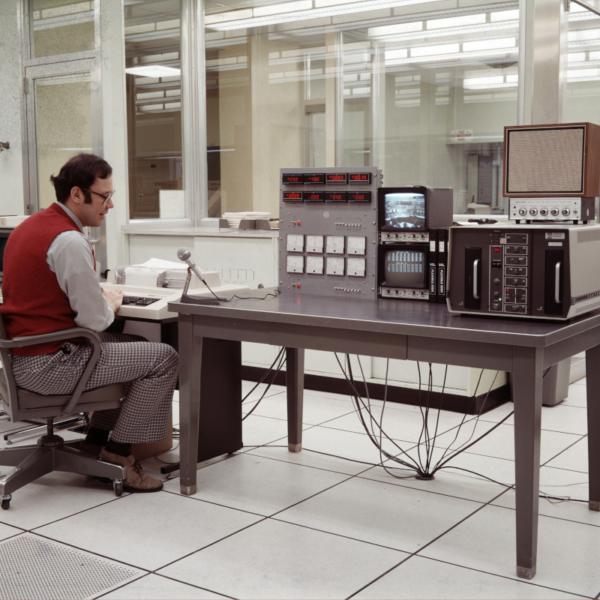 COMPUTER CONTROL EQUIPMENT IN HYBRID COMPUTATION CENTER - NASA-Glenn Research Center