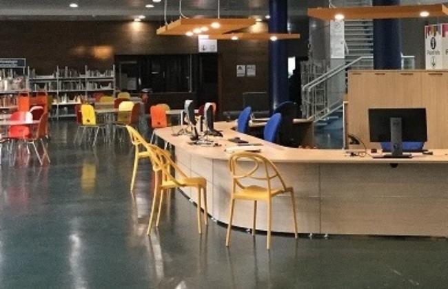 La bibliothèque universitaire : un lieu pour lire, étudier, apprendre, échanger, écouter, et …se détendre. 3
